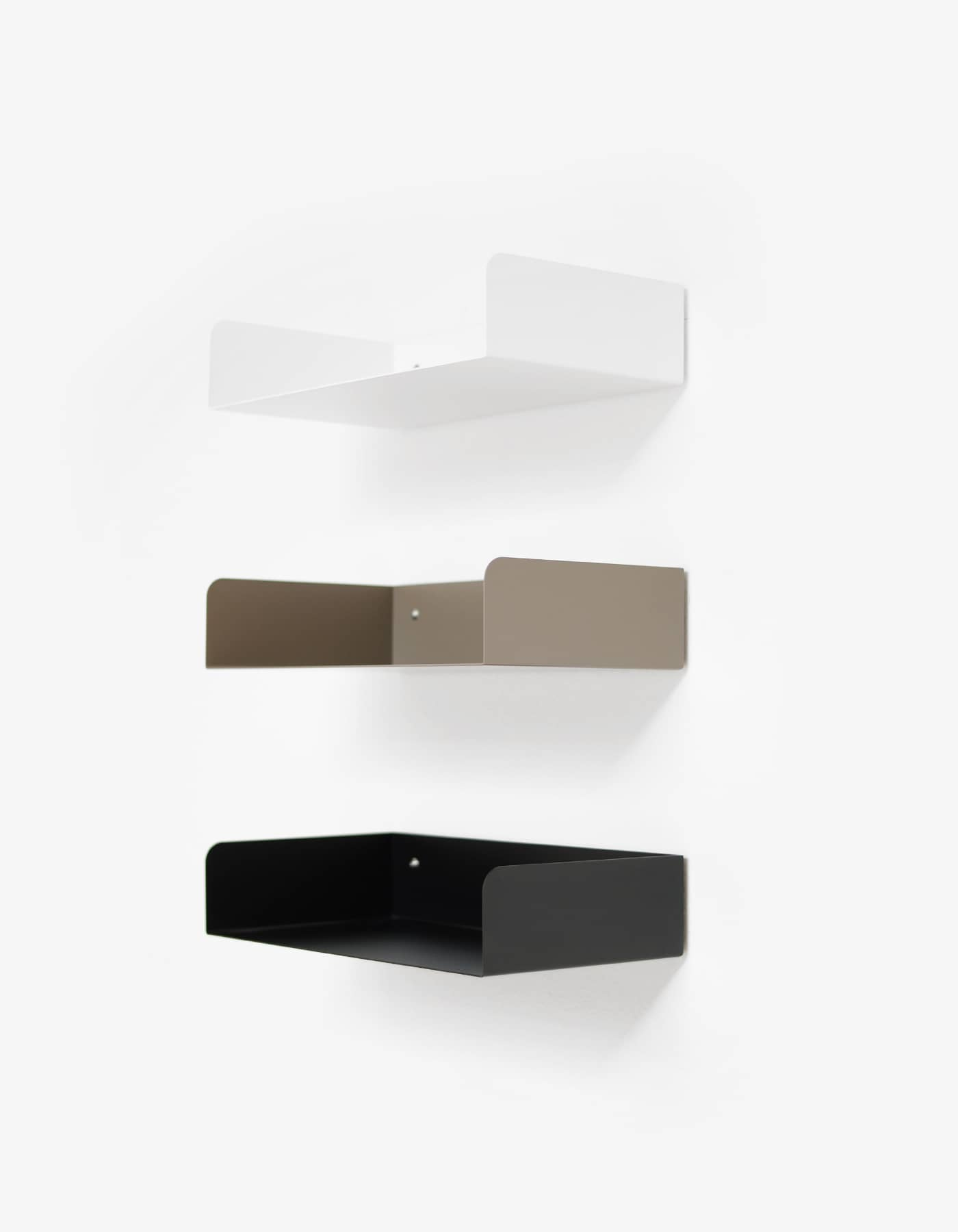 ATELIERHAUSSMANN_POGGIBONSI_REGAL_SHELF_WHITE_BLACK_BEIGE