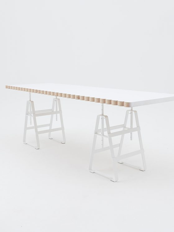 Lackaffe, Design Thesenfitz & Wedekind is a height adjustable trestle made from crude steel powder-coated. Plate Zascho Petkow.