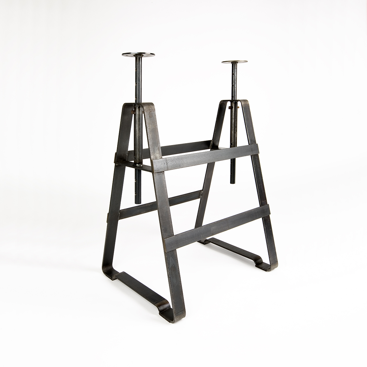 A height adjustable trestle made from oiled crude steel. It is applicable with several shelves and slabs. The same variable as Affe but powder-coated plays Lackaffe with the image of solid steel furniture.