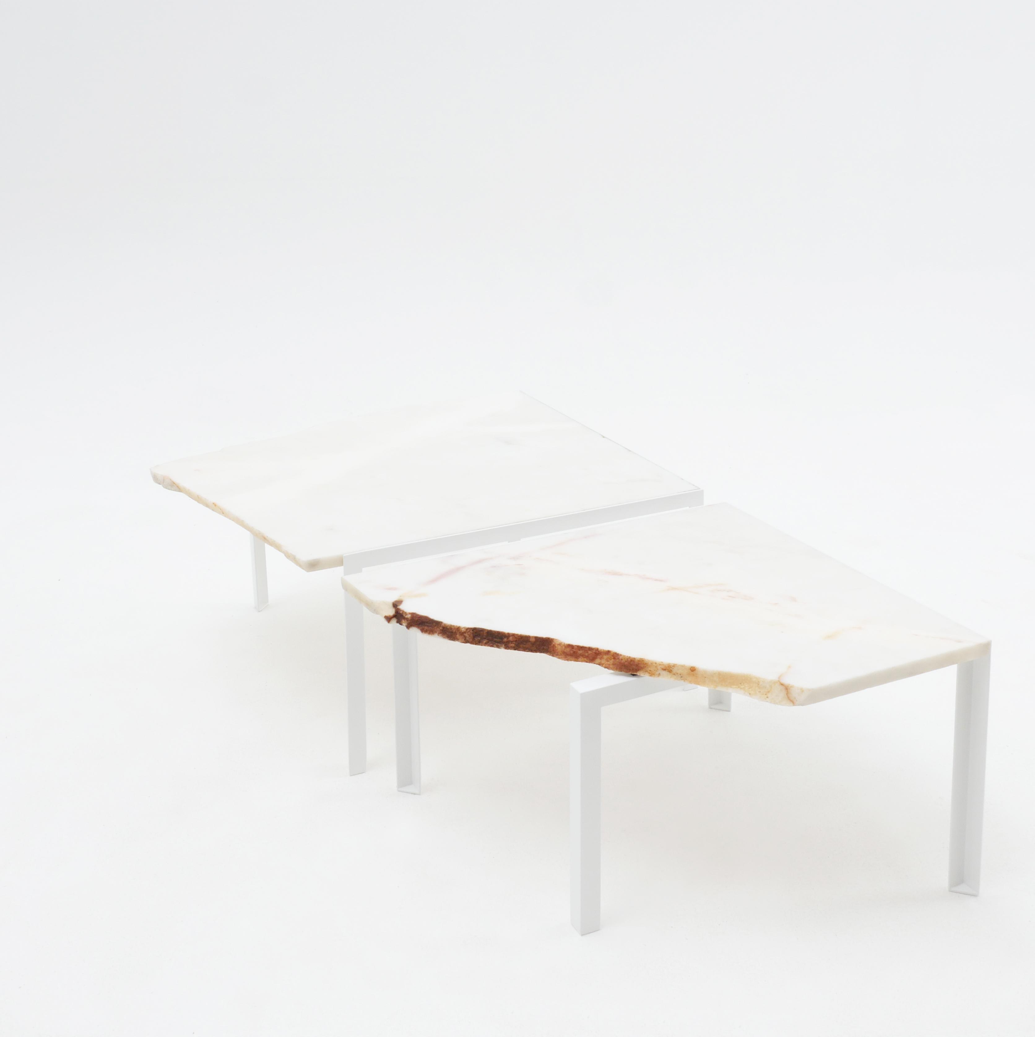 Beistelltisch von Atelier Haussmann entworfen von Hervé Humbert, Petite table d'angle ist ein kleiner Tisch aus Marmor Reststücke, es sind alle Unikate