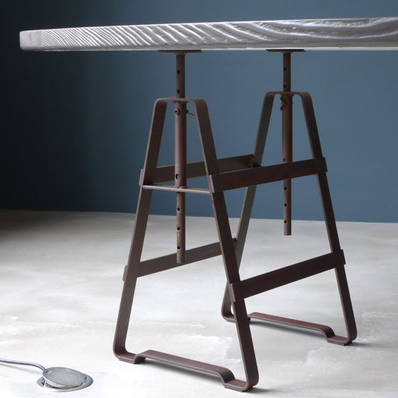 Lackaffe,Design Thesenfitz & Wedekind A height adjustable trestle made from oiled crude steel.