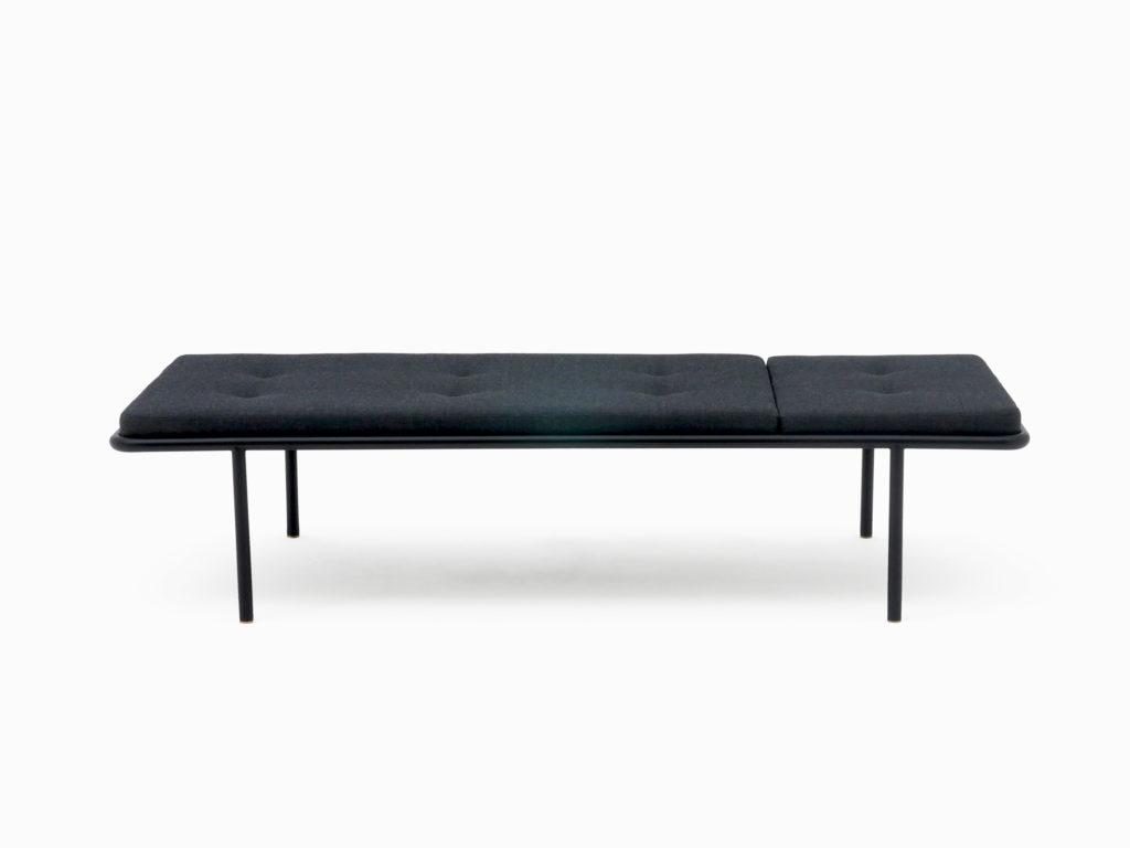daybed-2PM-Tagesliege Atelier Haussmann Minimal design. Möbel aus farbbeschichtete Rundrohr.