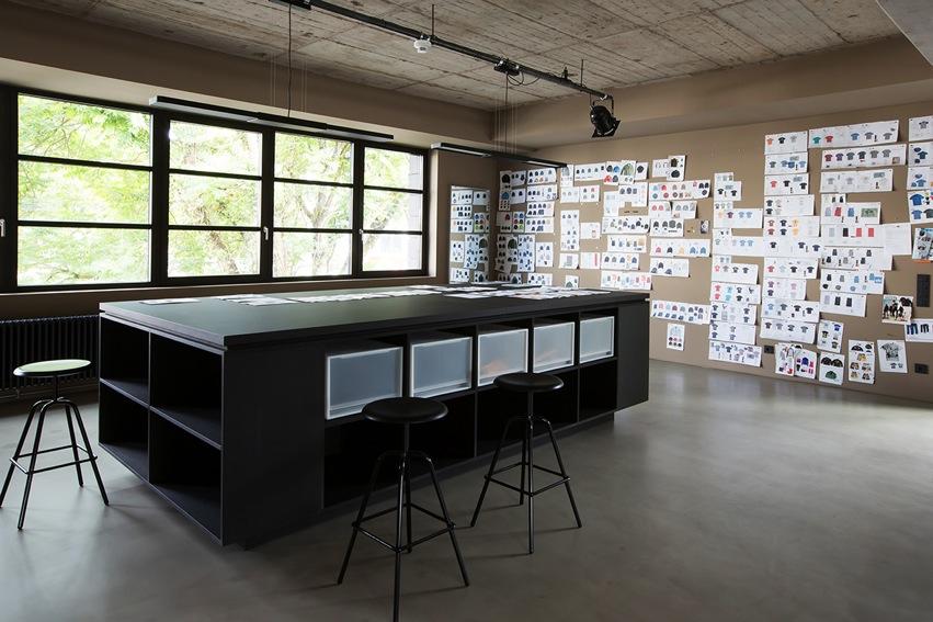 Alpha Industrie Headquarter Frankfurt, Architeckt Morgen, Herrenberger Hocker Atelier Haussmann