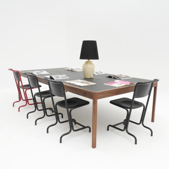 Laszlo Stahl Stuhl rot schwarz Atelier Haußmann