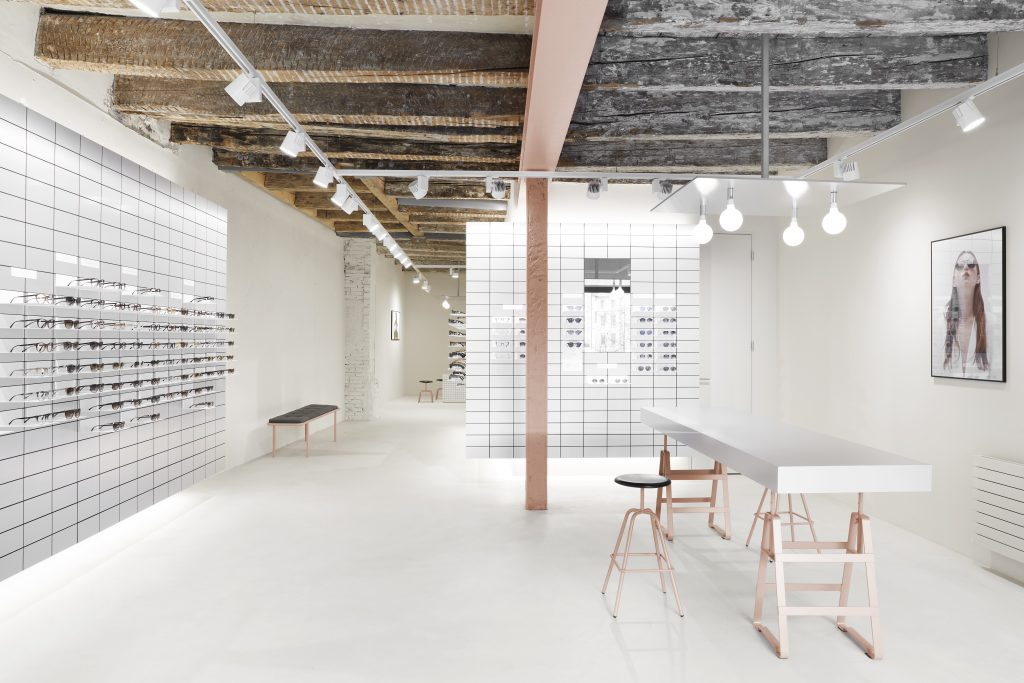 Viu Store, Basel Shop interieur design, herrenberger stool and lackaffe powder coatet in rose