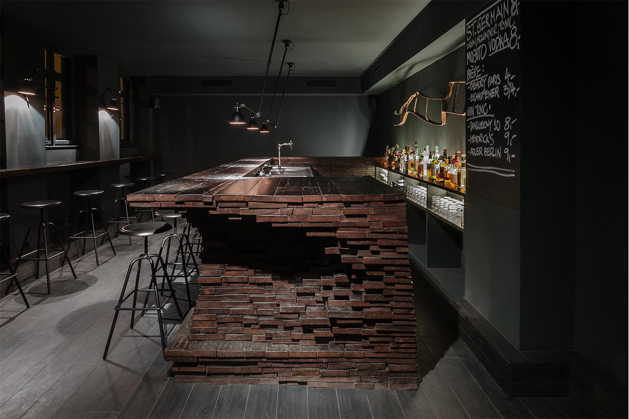 Bar Saint Jean Berlin, Architekt Thilo Reich, Herrenberger Hocker von Atelier Haussmann