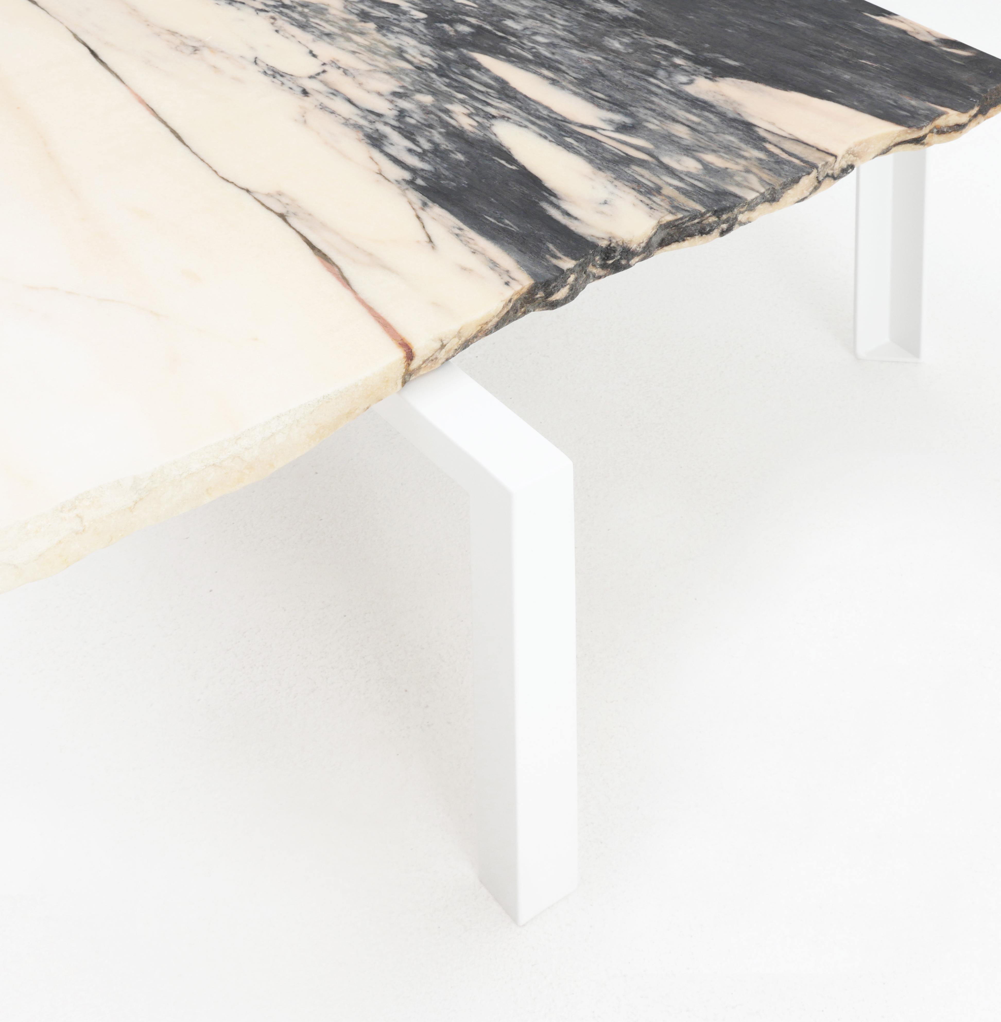 Beistelltisch von Atelier Haussmann entworfen von Hervé Humbert, Petite table d'angle ist ein kleiner Tisch aus Marmor Reststücke, es sind alle Unikate, ein produkt zwischen Kunst und Design, 100% recykelte Materialien,Manufaktur made in Germany