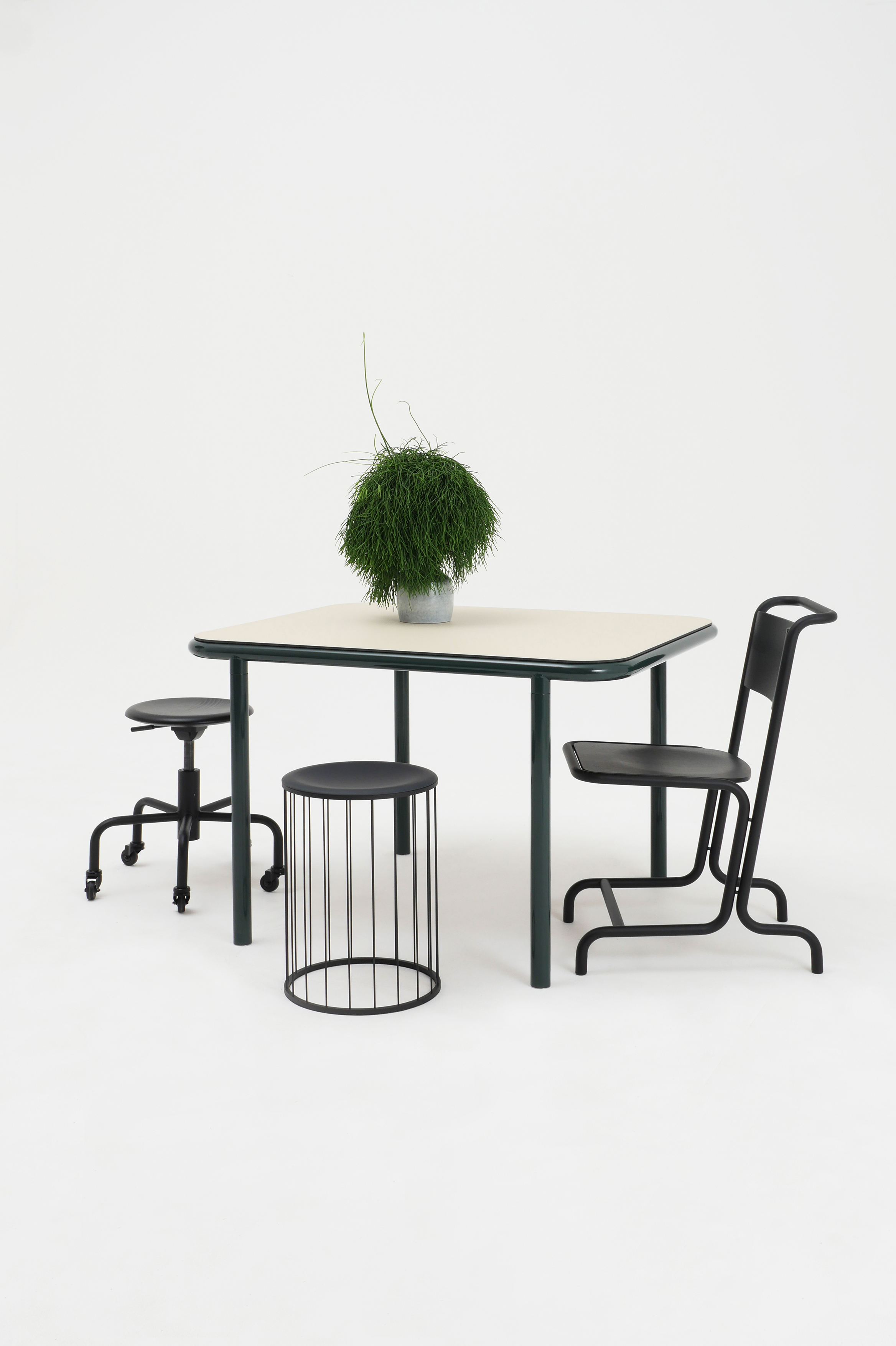 Laszlo Stahl Stuhl Spring Federstahl Hocker Ernst Rollhocker schwarz Atelier Haußmann