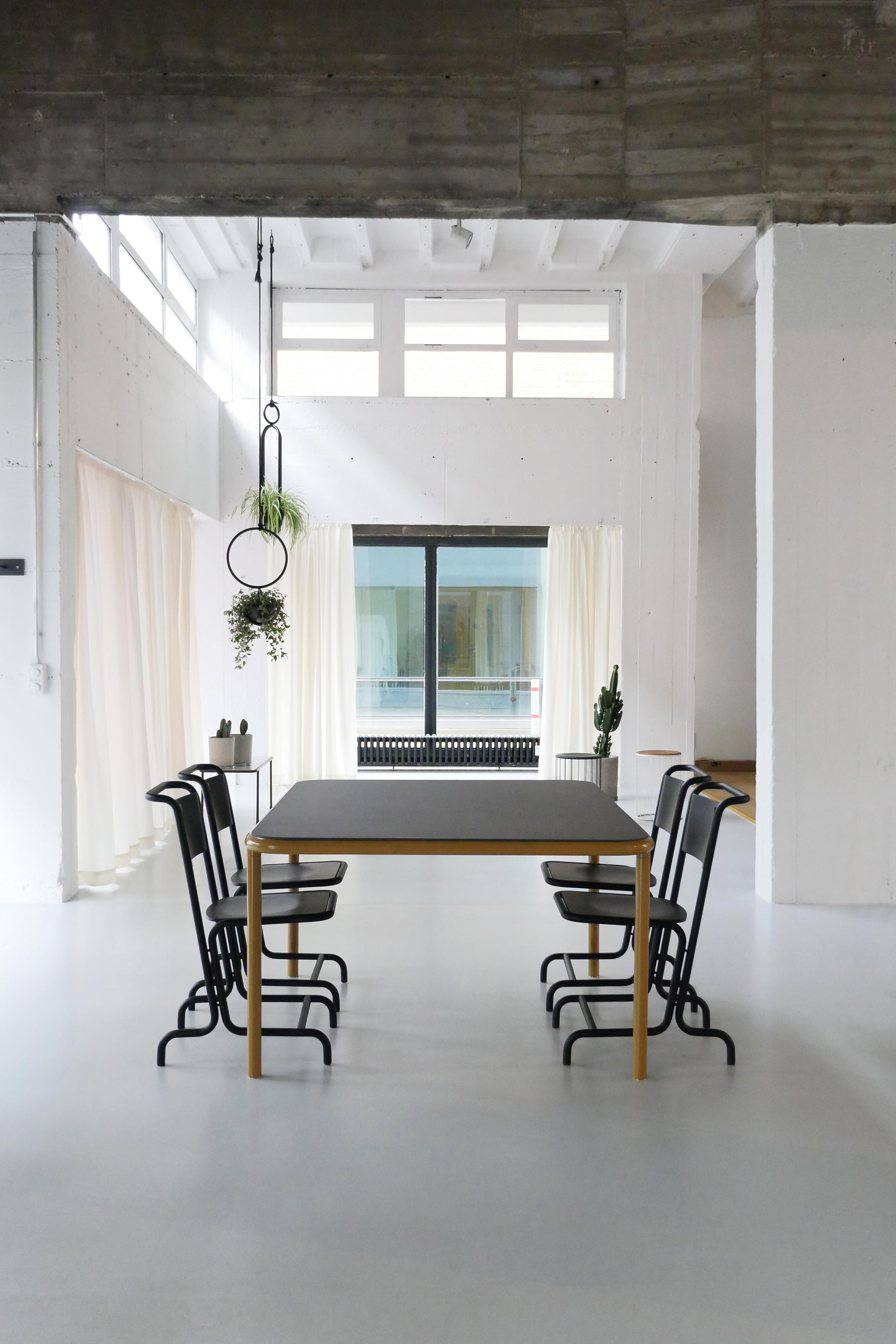 Bologna Stahl Tisch Laszlo Stuhl Atelier Haußmann
