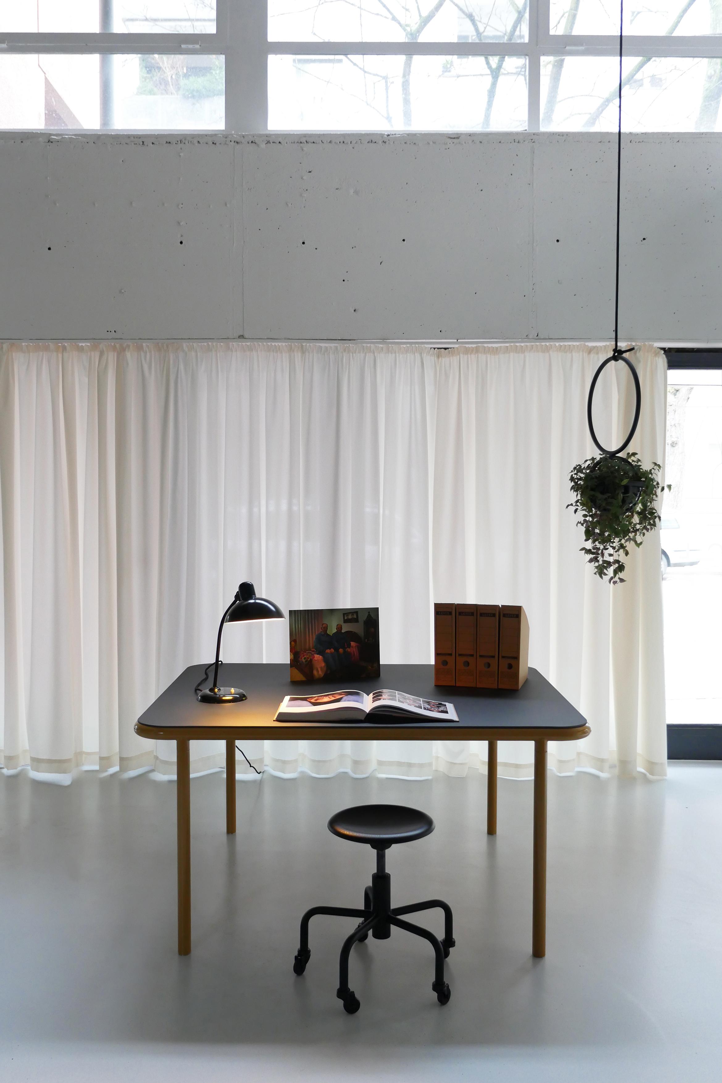 Bologna Stahl Tisch Ernst Rollhocker Atelier Haußmann