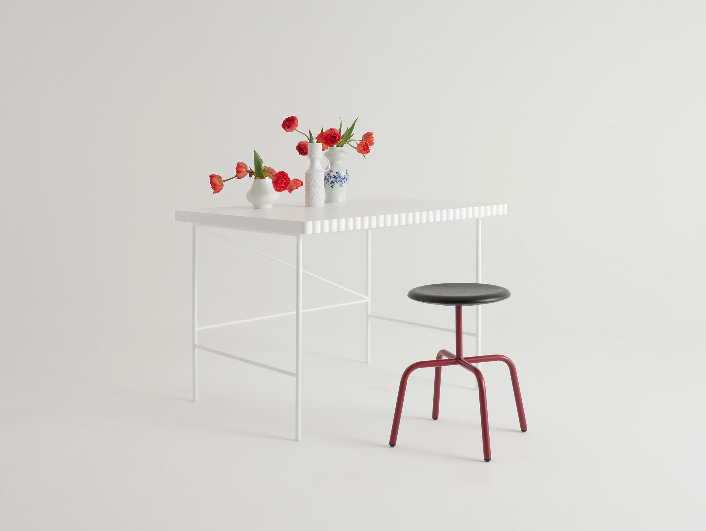 Herrenberger Hocker Stahl Holzsitzschale Atelier Haußmann
