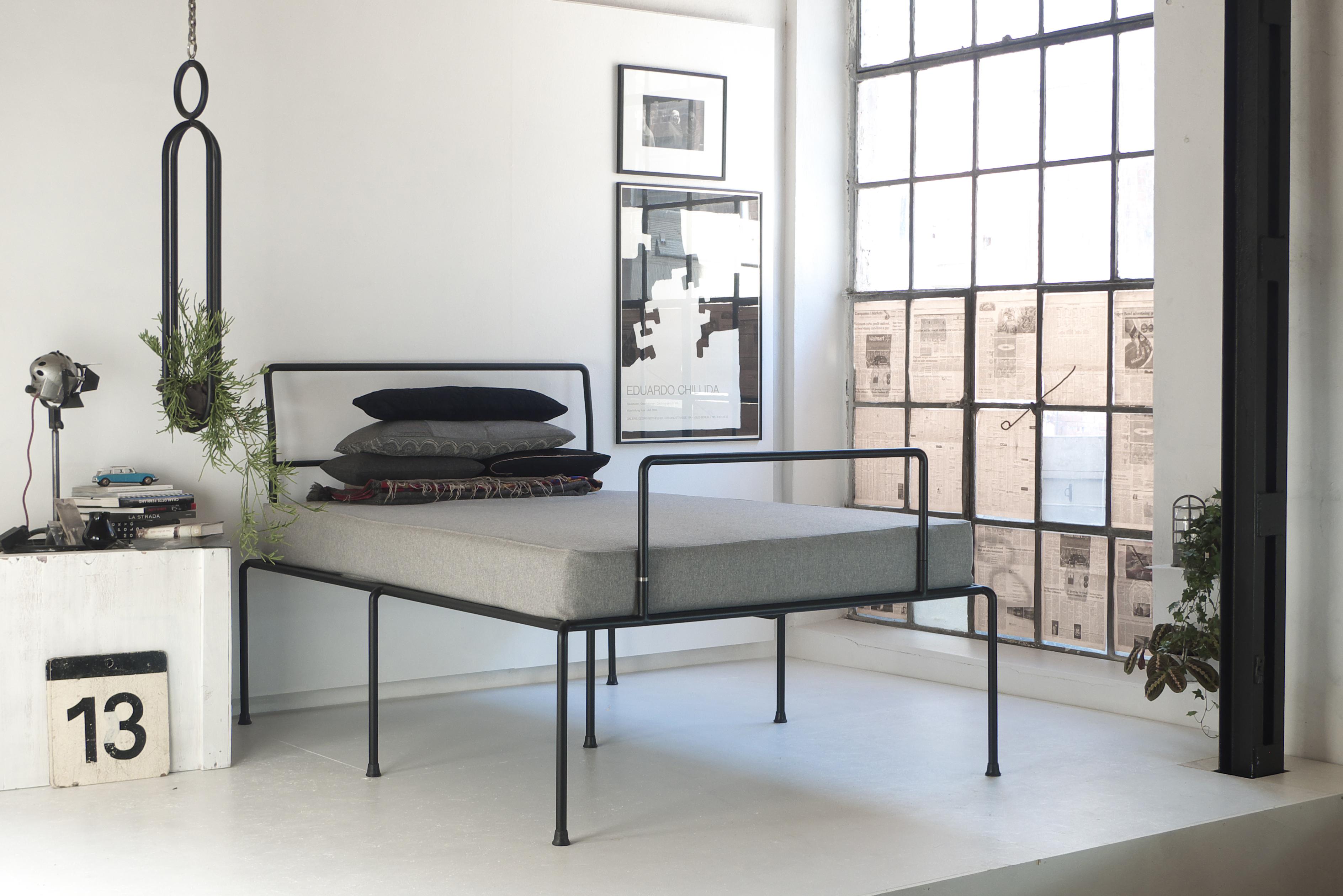 Sevenfeetup Stahl Bett Rohrrahmen Atelier Haußmann