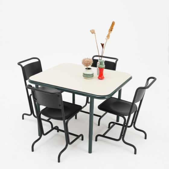Laszlo Stahl Stuhl schwarz Esche Holz Atelier Haußmann