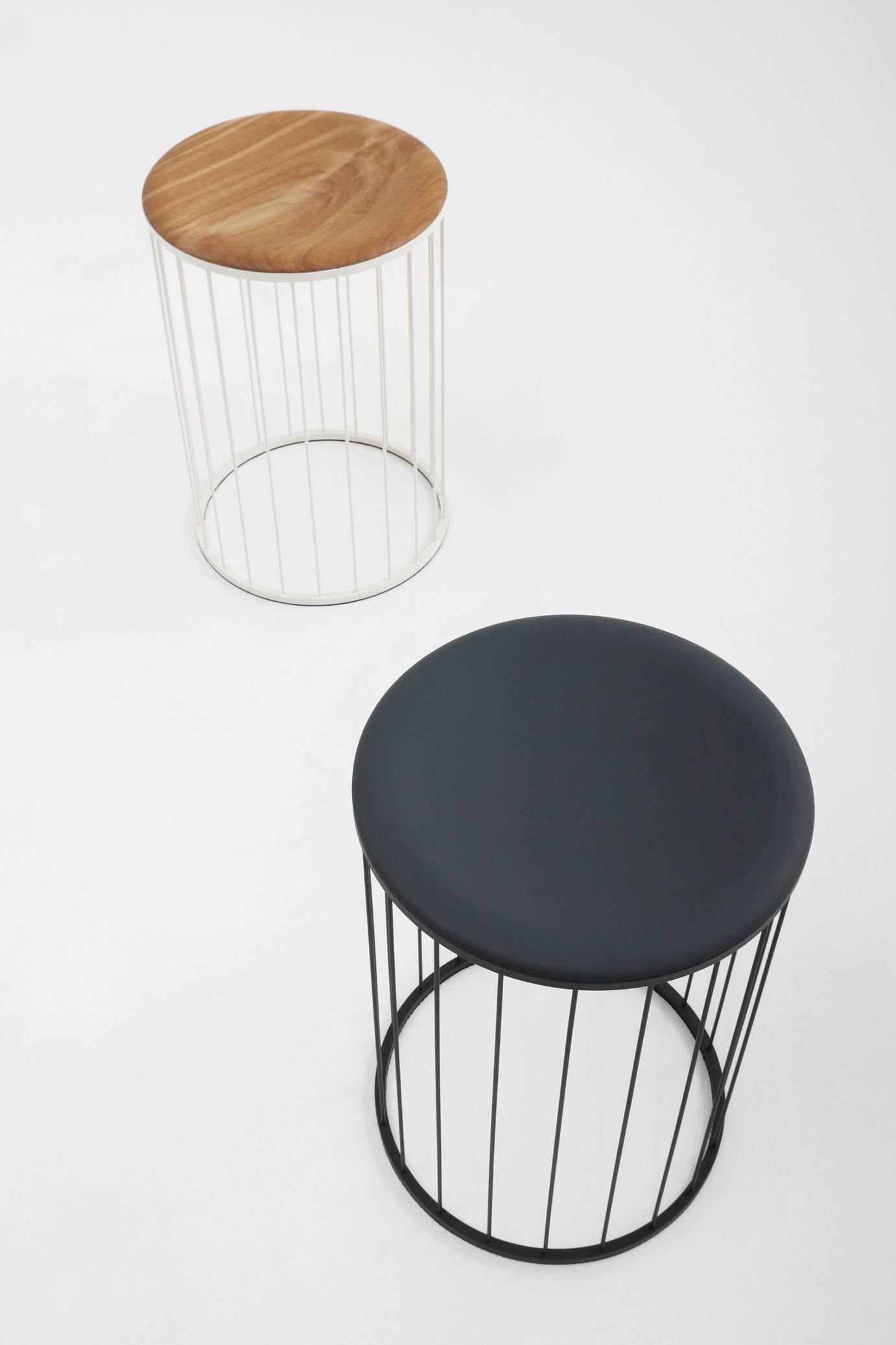 Spring Hocker Stuhl Federstahl schwarz Eiche Atelier Haußmann