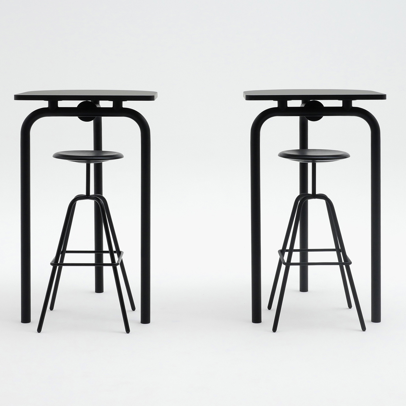 AtelierHaussmann-Tisch-PiombinoAlto-schwarz-gruppe crop